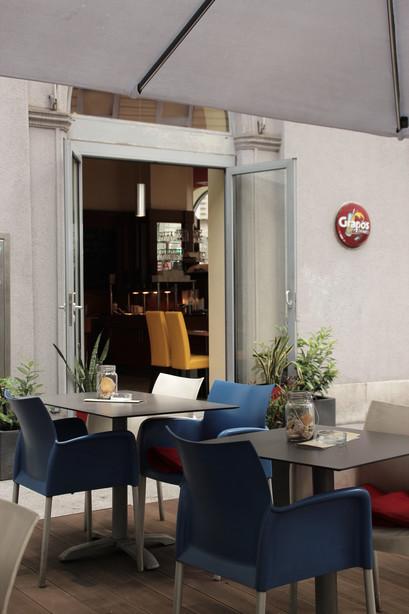 Außenbereich vom Eat Asia Restaurant für all you can eat Buffet und running sushi