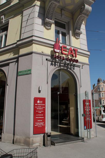 Eingang vom Eat Asia das Restaurant für running Sushi und all you can eat Buffet in Graz