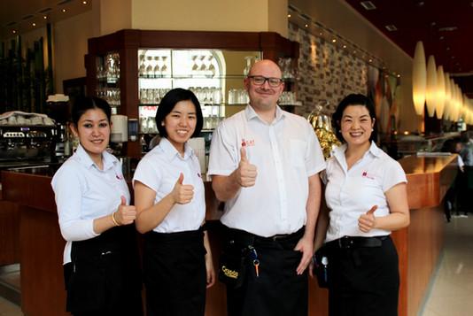 Eat Asia Team im Restaurant für running sushi in Graz