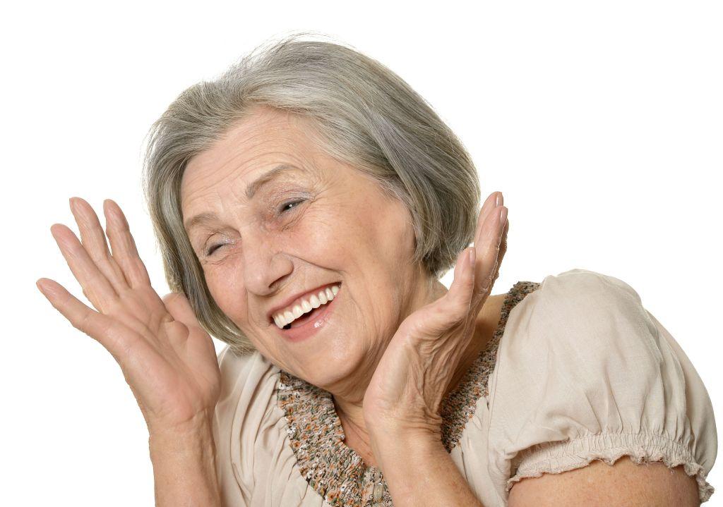 Resultado de imagem para clareamento dental idosos