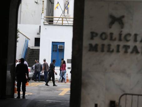 AJMERJ revoga prisão de policiais acusados de extorsão contra chinês que vendia produtos piratas