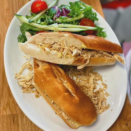 Pulled chicken baguette