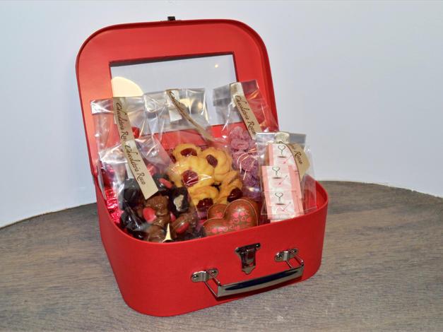 Rode koffer  € 28.20