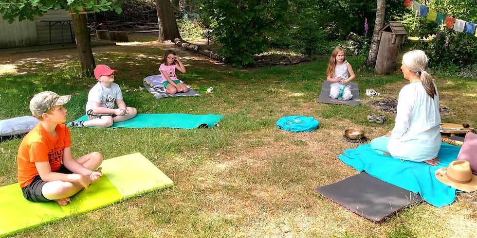 Lief voor je lijf: mindfulness, yoga en klank in Keya's tuin