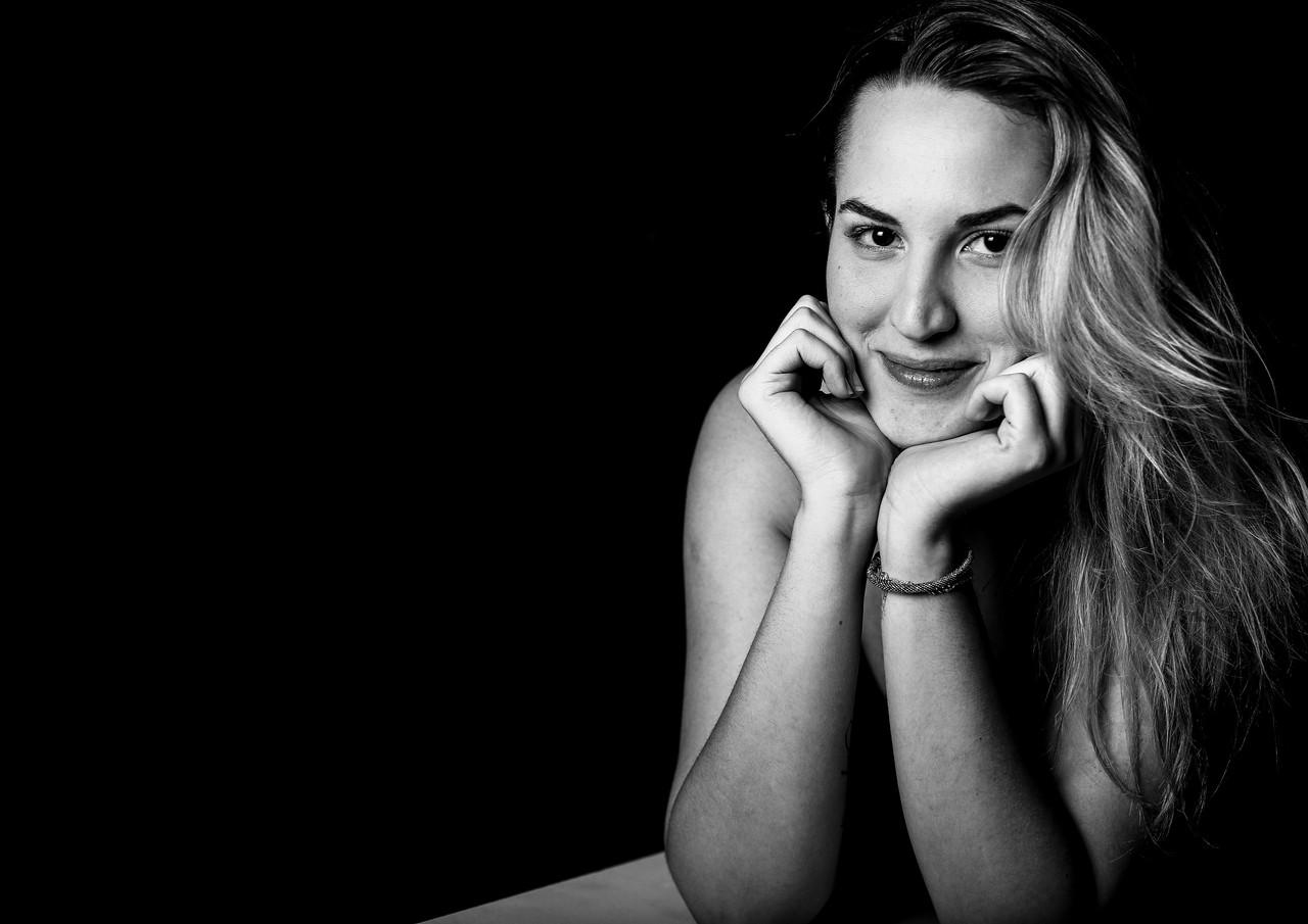 Vicky Thummel- STYLIST.JPG
