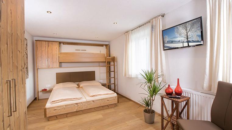 landhaus-zirmhof-top1-schlafzimmer.jpg