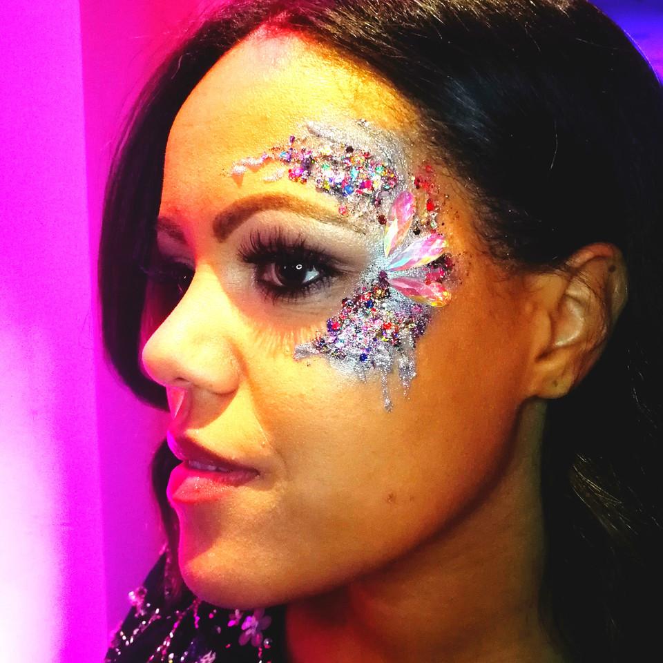 c-shape glitter around the eye