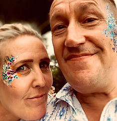glitter bar wedding party guests face painting