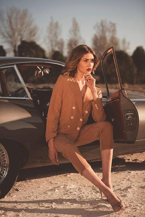 Road Trip Classic • -Team :  #photographe : @markward_photography #makeupartist : @fionanealmakeup #voituredecollection : @provenceclassics  #coiffure : @englishhairdresserinfrance