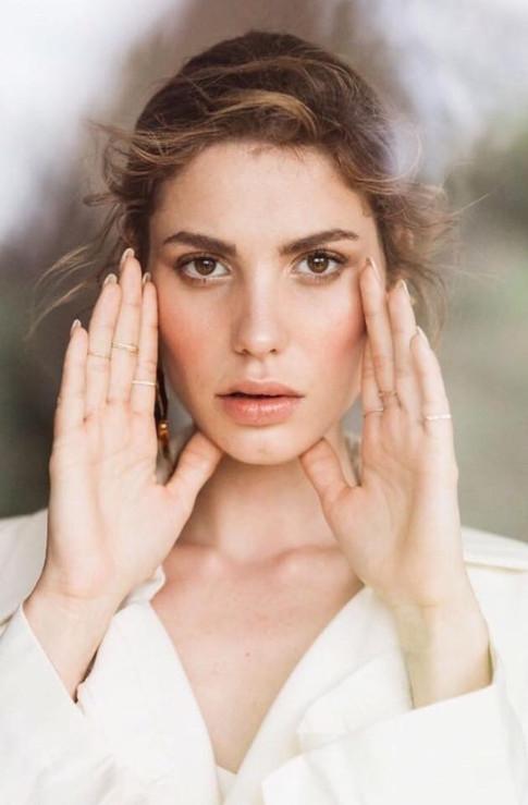 Photoshoot : Collective atelier / Mua : Emilie Green / Photographe : Fabien Courmont / Direction Artistique : Nessa Buonomo (La Mariée Aux Pieds Nus) - Romain Deligny (Atelier Blanc)