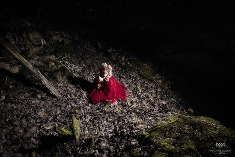 Photographe et Direction Artistique : Maeva Foulon  Mannequin : Mathilde Danielle Hair : Les cheveux de Léa - Léa Delandhuy Stylisme : L'atelier Wonderland Lieu : Reims