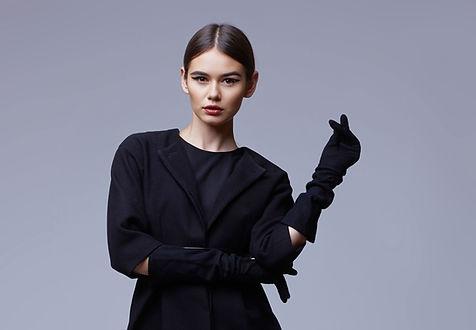 Votre tenue, pièce unique à vos mesures, confectionnée mains au coeur de la Bretagne avec des étoffes nobles issues de la haute couture