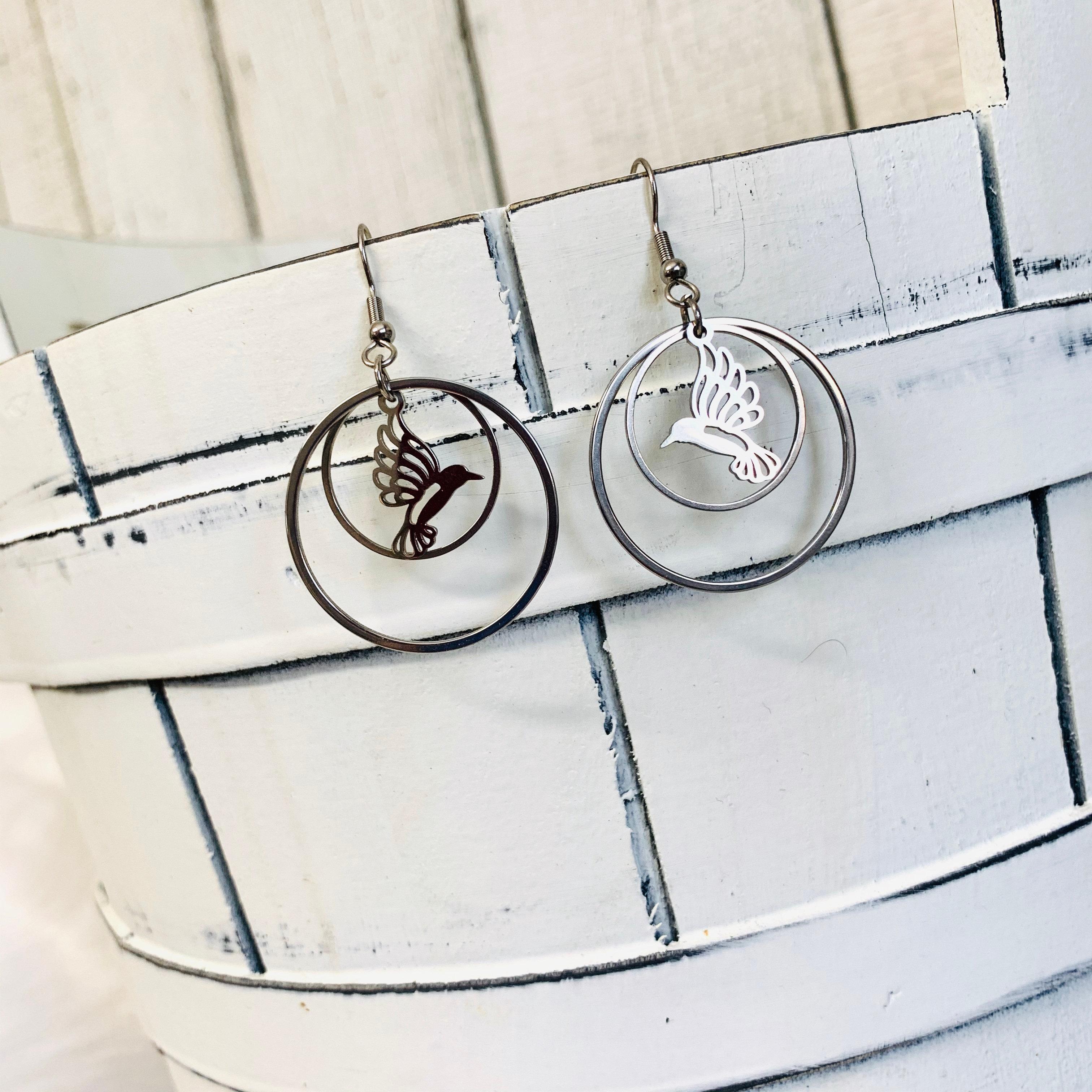 Chutoral GanGuWoDeLongShangMaoYouXianGongSi Colibri Boucles doreilles pendantes en cristal