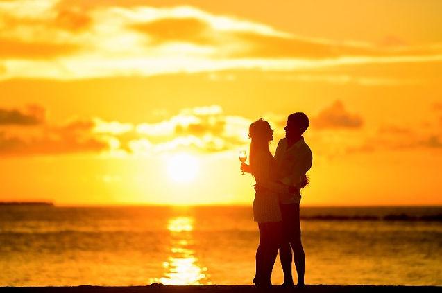 Paar vor Sonnenuntergang | Mode 2020