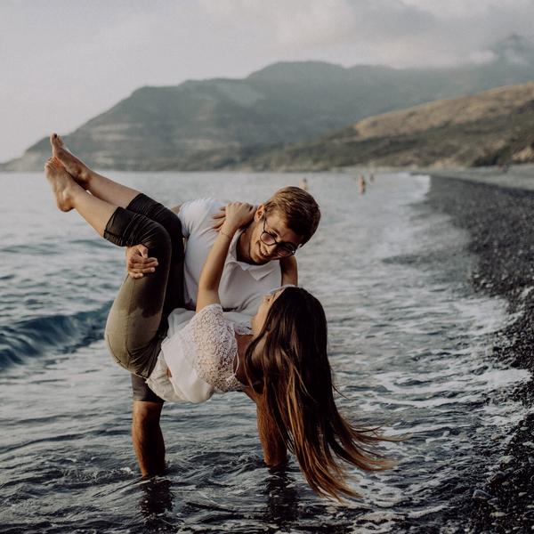 Paar am Meeresrand