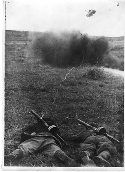 Партизаны взрывают немецкий дот