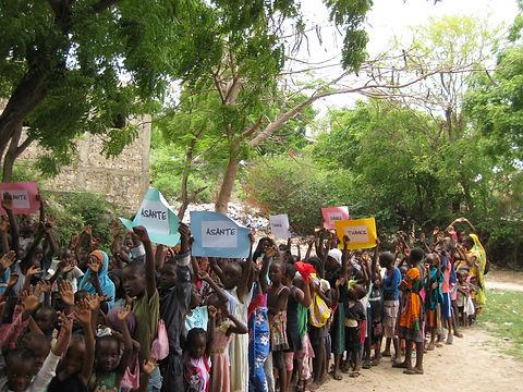 Kinder aus dem Dorf.JPG