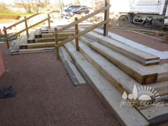 Escalier bois - mairie de Ntre Dame