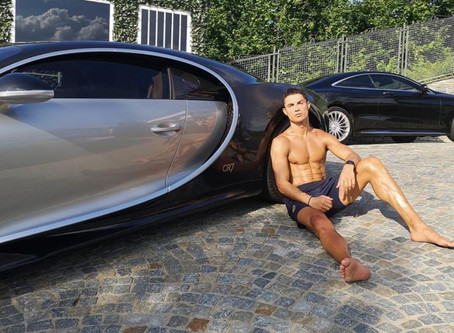 Ronaldo dünyanın ən bahalı avtomobilini aldı