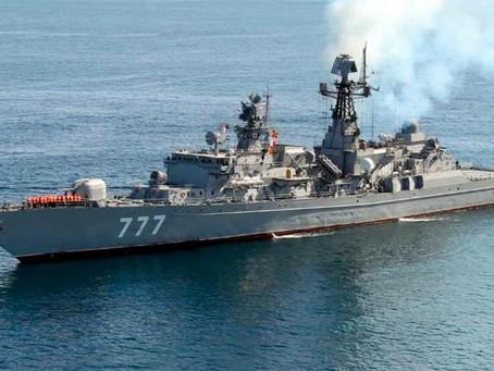 İranın hərbi gəmisi yanaraq batıb