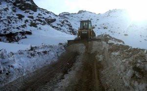Azərbaycan Laçında dağları yararaq yeni istehkamlar yaradır