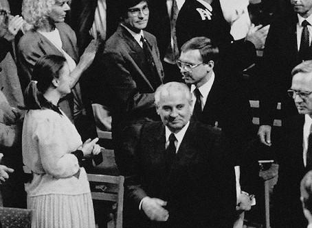 Nobel mükafatı alan Qorbaçov tədbirdə söyüldü...