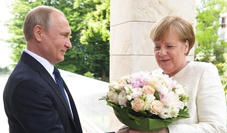 Anqela Merkel Putinlə rus dilində danışıb-VİDEO
