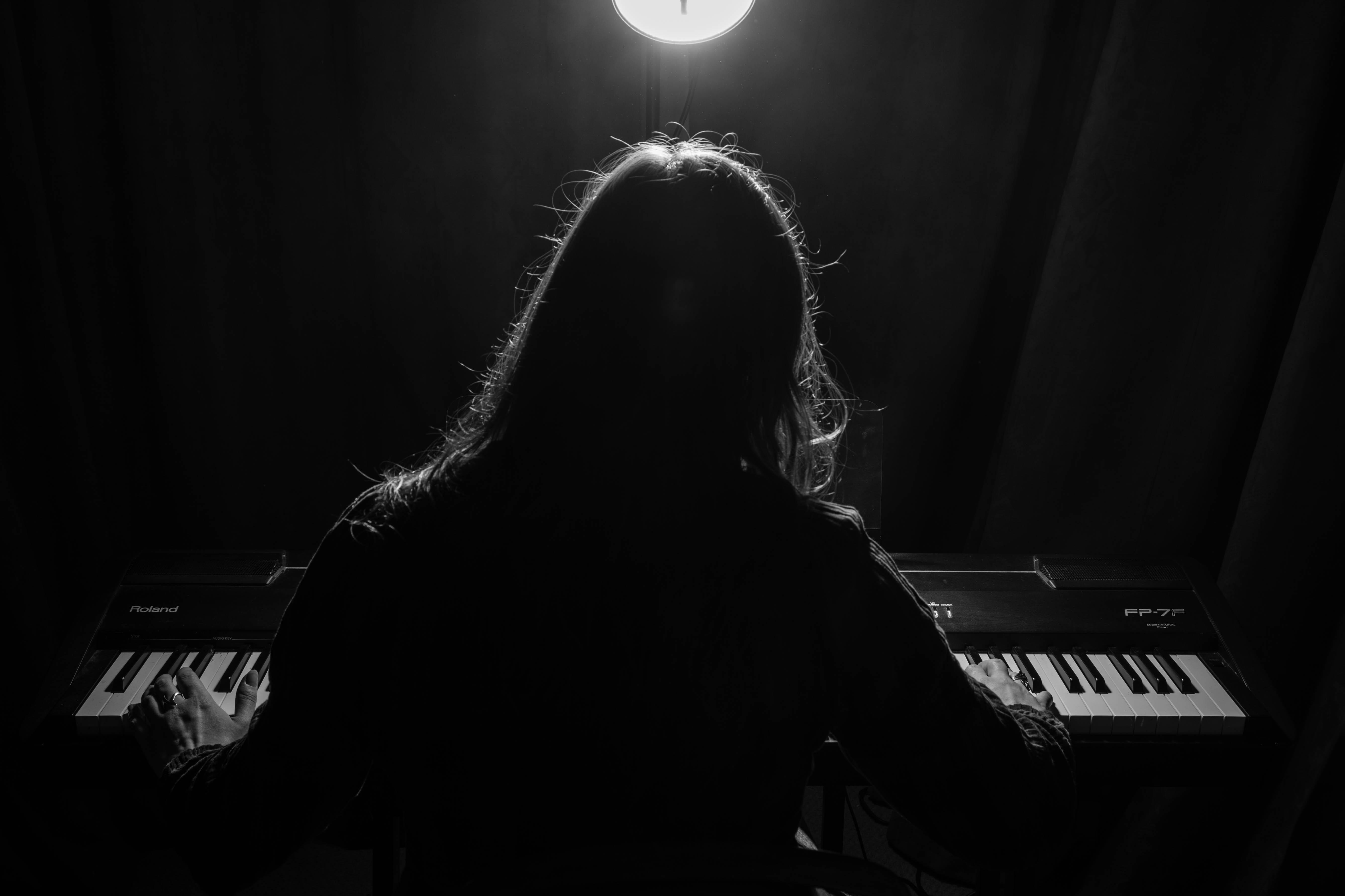 Zoë Moskal: Piano in the Dark