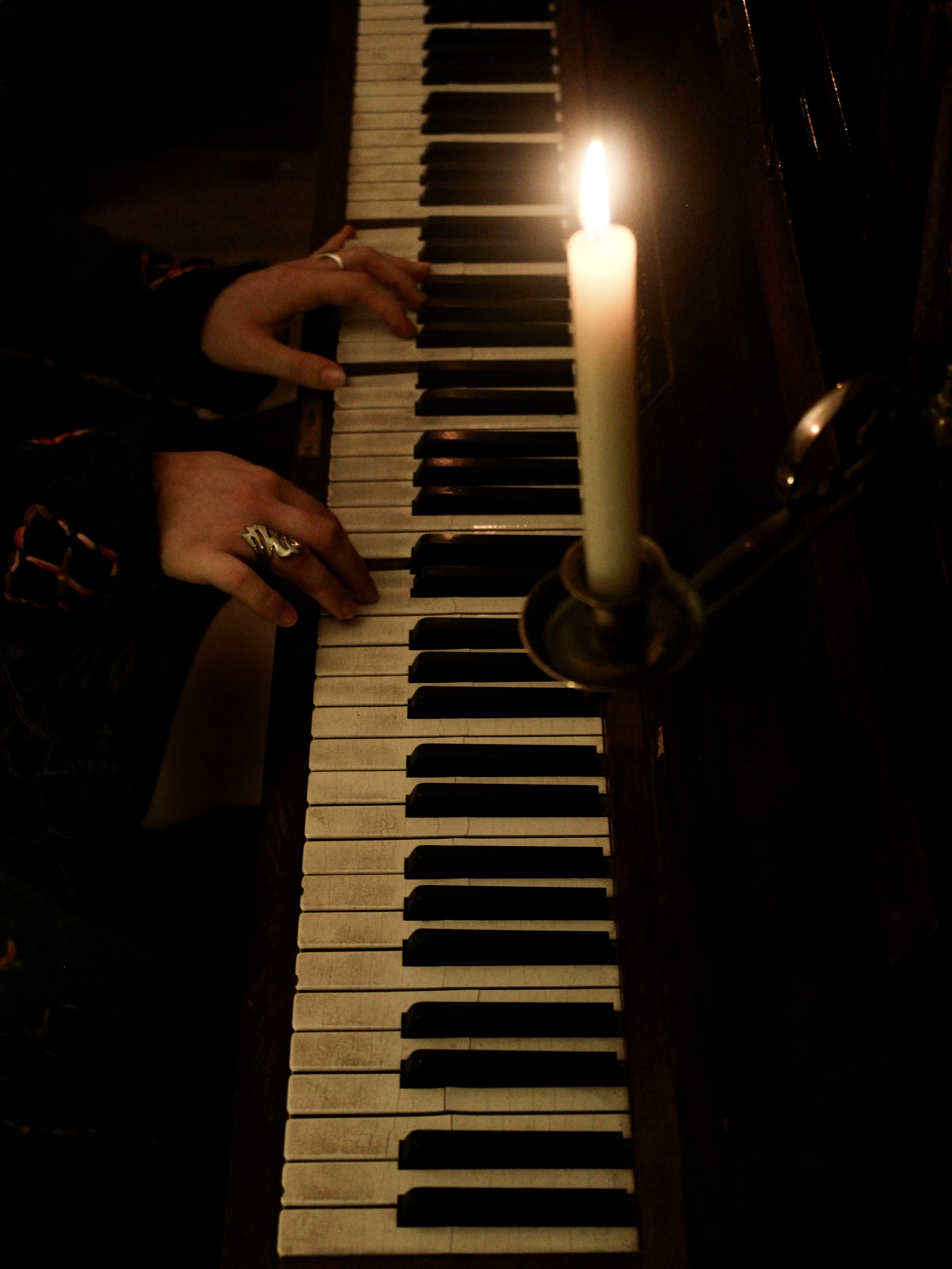 Zoë Moskal: Playing By Candlelight