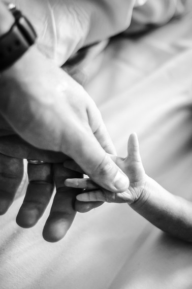 Newborn-baby-reaching-out-for-Dads-hand-Perth-Fresh-48-Photographer