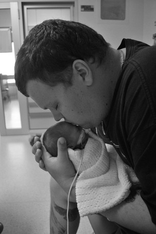 Dad-kissing-son-born-at-32-weeks-in-NICU-Perth-NICU-Premature-baby-Photography