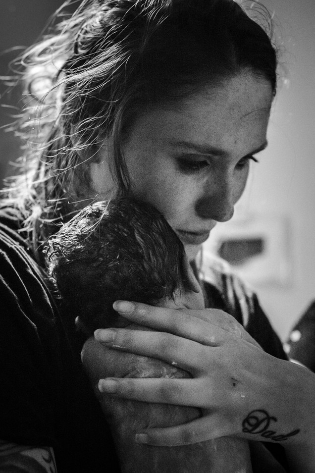 Mum's-first-embrace-after-her-baby-was-passed-through-her-legs-as-she-birthed-Perth-Birth-Photograph