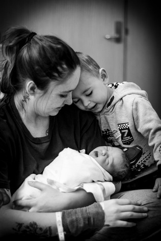 Mum-holding-newborn-at-24-hours-old-while-her-son-admires-his-sister-Perth-Fresh-48-Photographer