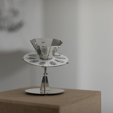 Klara Hobza, Portrait (facial development), 2019, praxinoscope, polished steel 14x16 x12,5cm, pencil on paper, 12x12cm