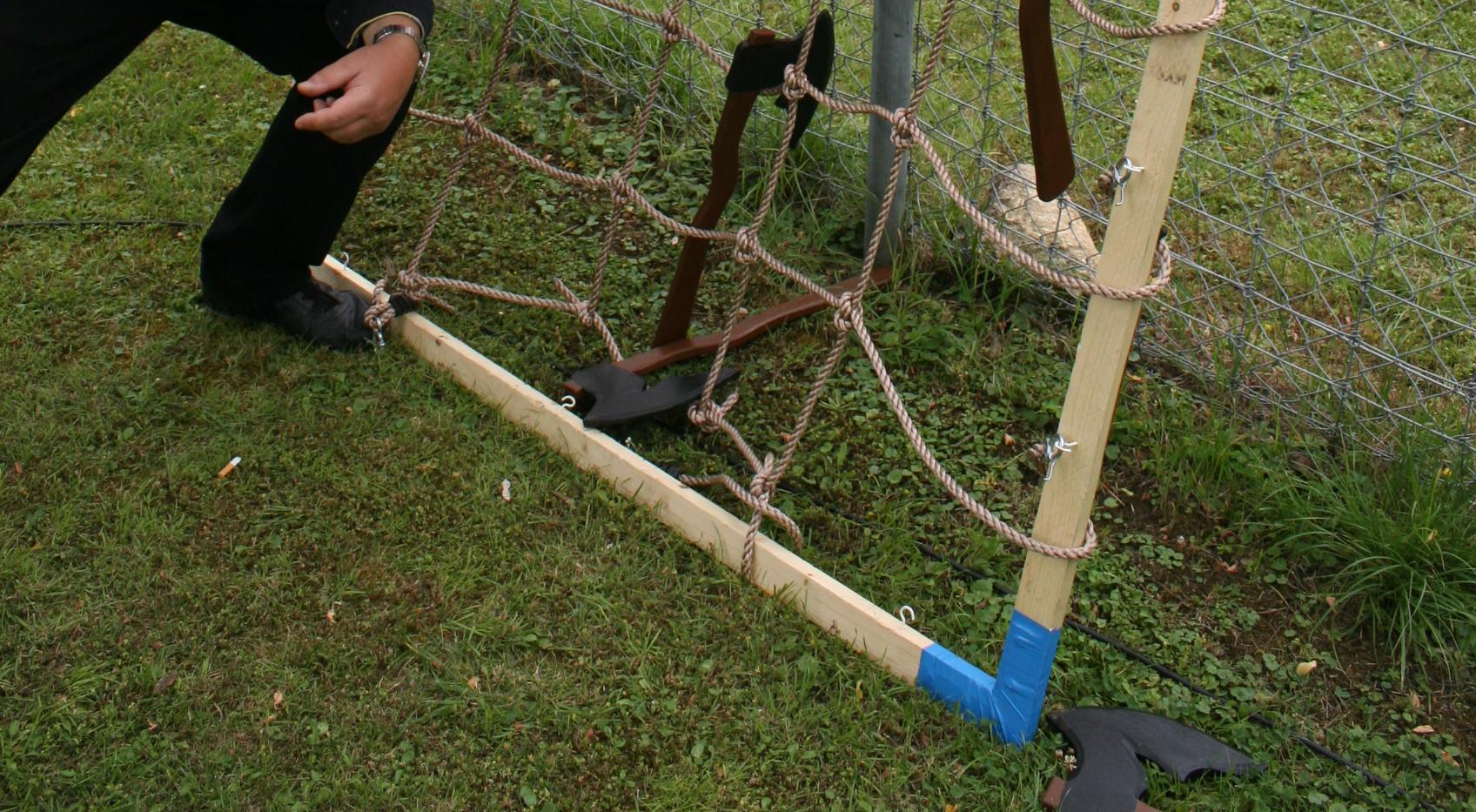 Holzaxt werfen (ungefährlich)