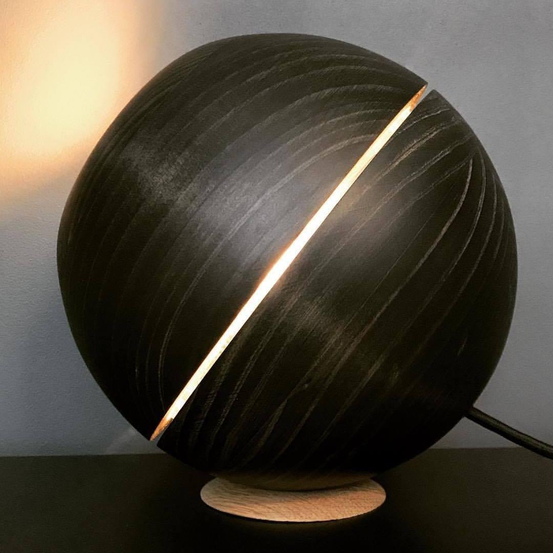 Saturn Black Sphere Table Light Ilanel