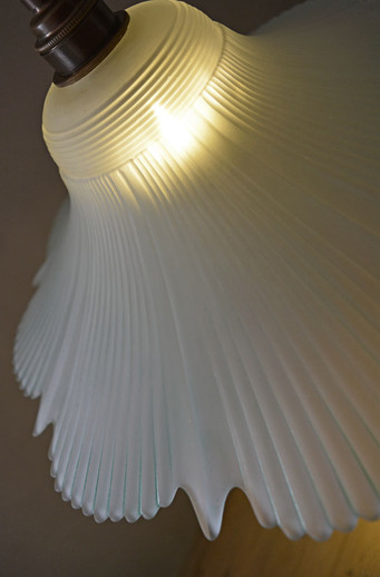 Vintage 1940s Feathered Glass Shade