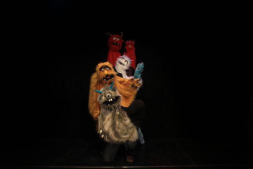 Hamlet Monstruo Grupo 2.jpg
