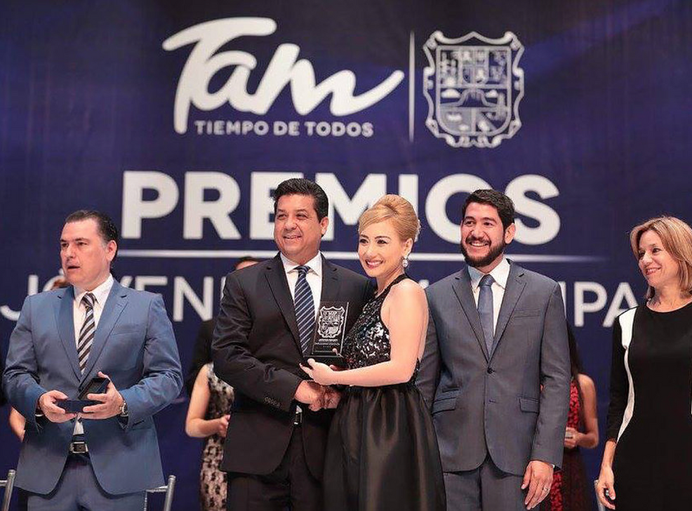 The Governor Fco. G. Cabeza de Vaca declares Jazmín an Outstanding Young Woman from the State of Tamaulipas