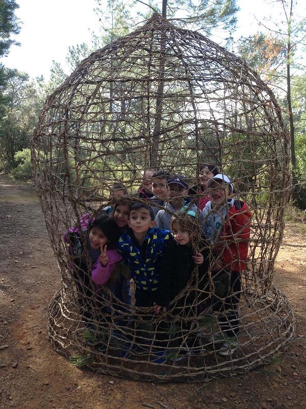 3_groupe_d'enfants_à_l'intérieur.jpg