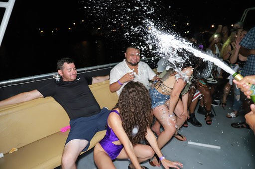 Miami Boat Parties | Miami Booze Cruise- Miami Turn Up Entertainment