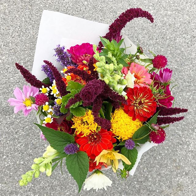 An example of the weekly subscription bouquet.