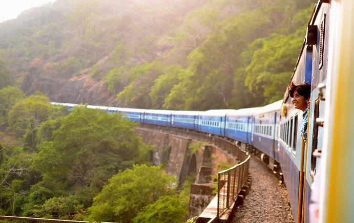 viagem de trem india jk-gJhev0YgUcE-unsp