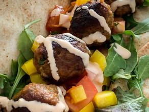 Libanees Platbrood met Gehaktballetjes en een Frisse salade