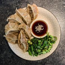 Gyoza met rundergehakt en groene salade