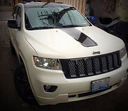 white grand cherokee with black vinyl wrap, webasto sunroof, white and blck 2 tone katzkin leather, vinyl wrapped mirrors, vinyl wrapped hood, blacked out, midnight package,