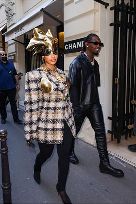 https___bae.hypebeast.com_files_2021_10_cardi-b-paris-fashion-week-ss22-outfits-5.jpg
