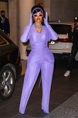https___bae.hypebeast.com_files_2021_10_cardi-b-paris-fashion-week-ss22-outfits-3.jpg