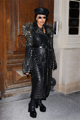 https___bae.hypebeast.com_files_2021_10_cardi-b-paris-fashion-week-ss22-outfits-4.jpg