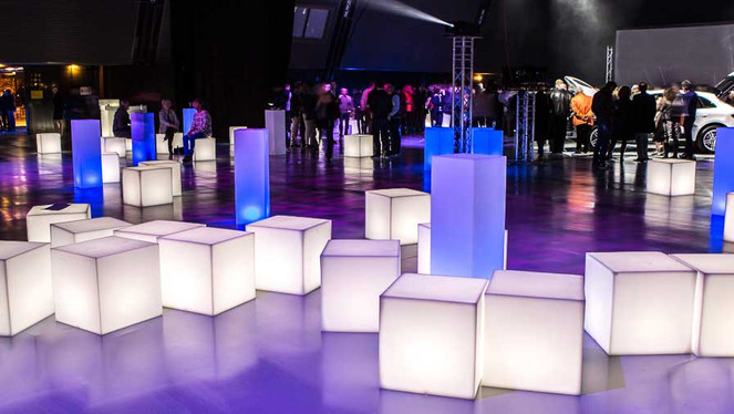 cubes-colonnes-assises-lumineuses-led.jp